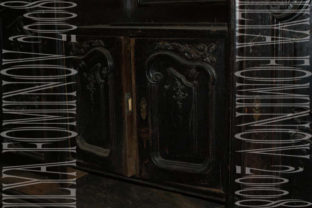 Дверцы буфета до реставрации.