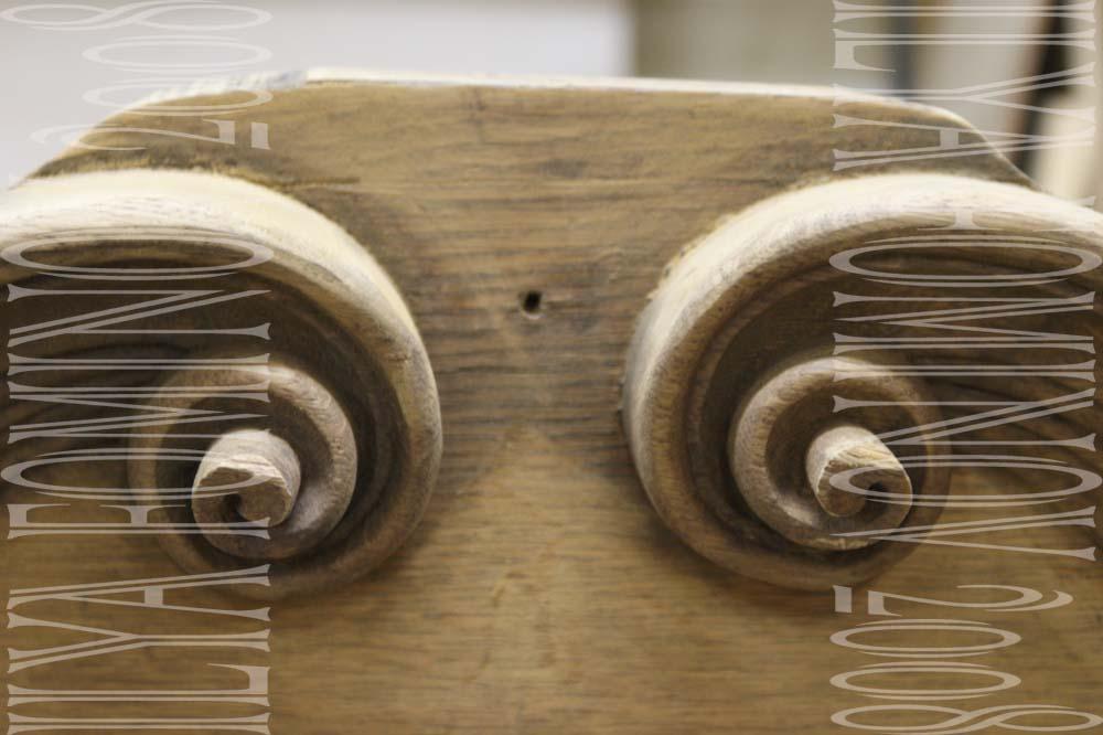 Центральная часть дубового буфета готова к отделочным работам.