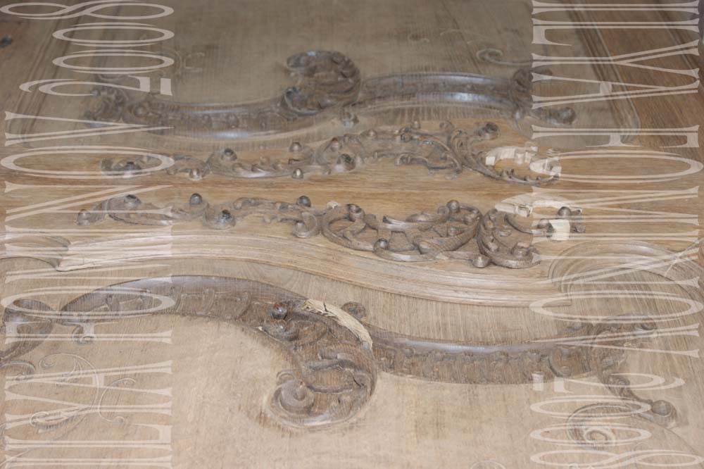 Пример реставрации резьбы дубового буфета.