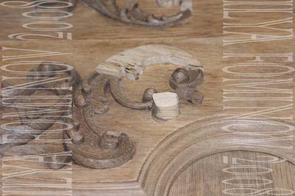 Реставрация фрагментов резного декора на дверцах буфета.