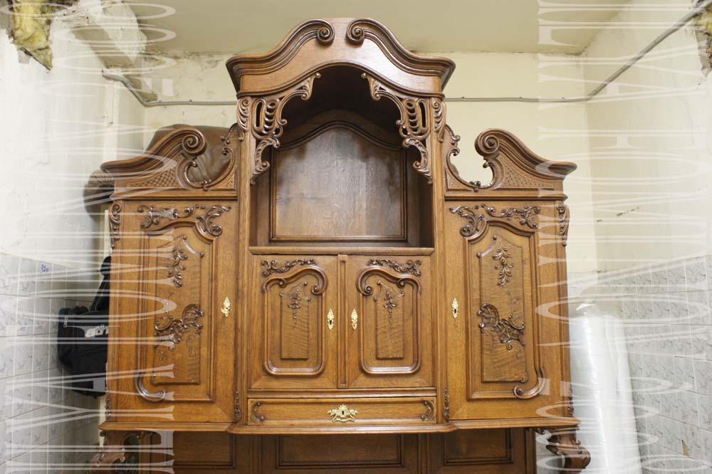 Буфет. пример реставрации резьбы на верхних дверцах.