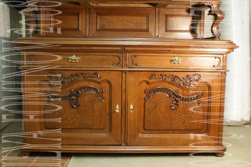 Нижние дверцы буфета после реставрации.