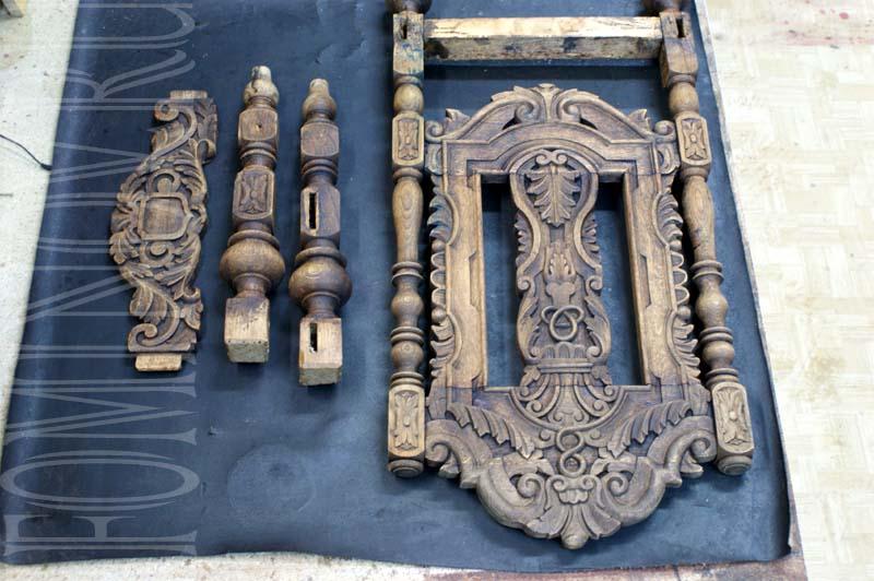 Детали каркаса стула после снятие старого лака и грязи.