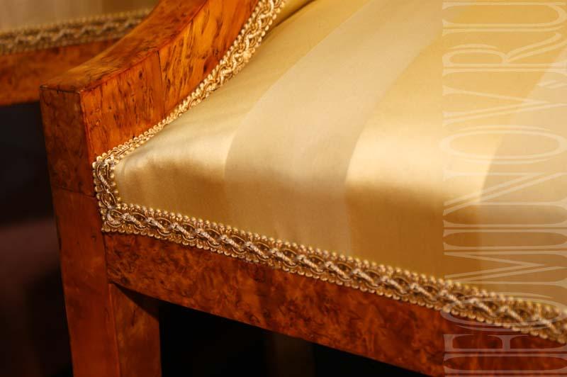 Локотник дивана после проведения реставрационных работ.