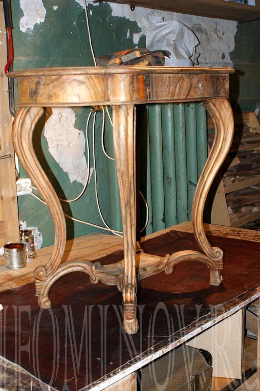 Столик собран и готов к отделке шеллаком и полированию.