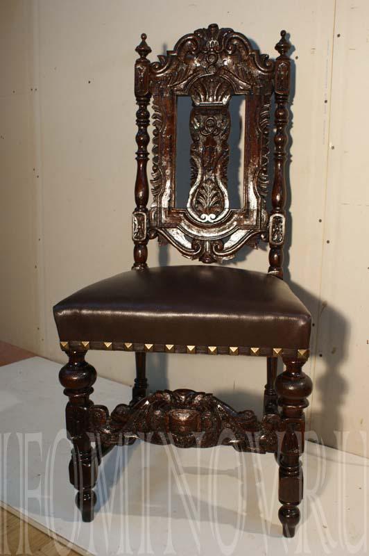 Резной дубовый голландский стул.