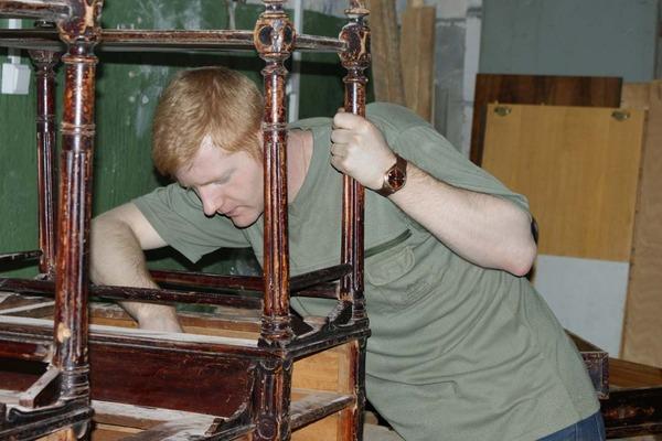 Реставратор мебели в Петербурге, СПб.