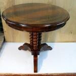 Круглый стол после реставрации мебели