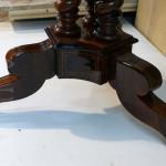 Опоры стола после ремонта мебели