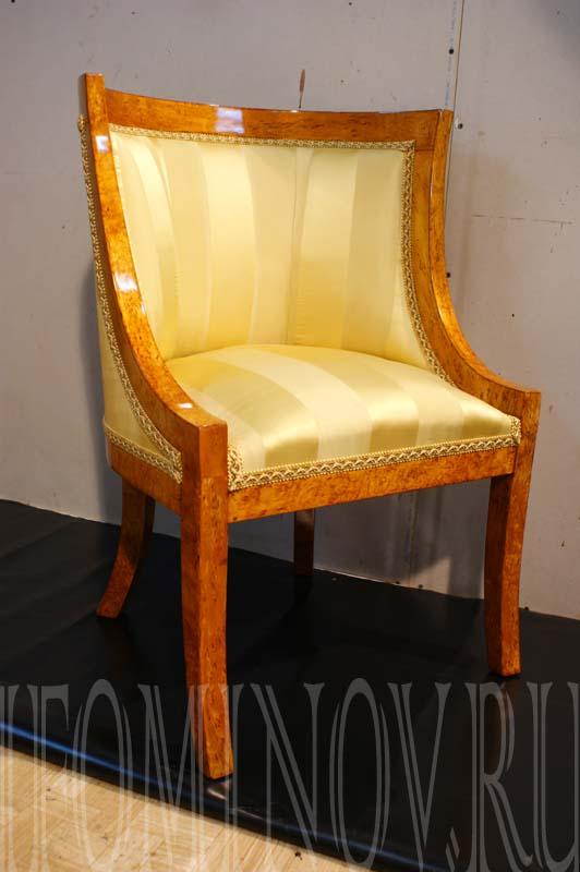 Кресло карельской берёзы после реставрации.