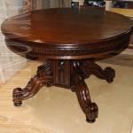 Дубовый обеденный стол после реставрации.