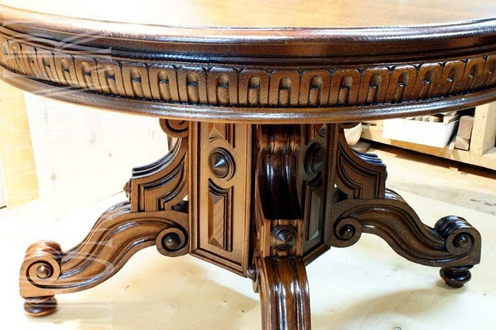 Обеденный круглый стол после реставрации.