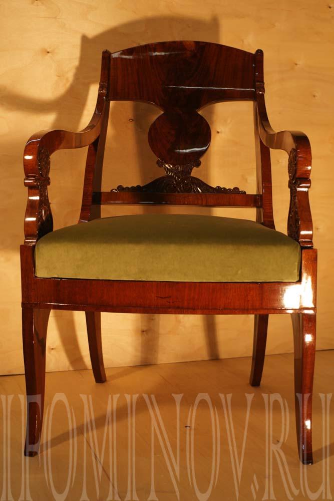 Новое сидение для кресла ампир, обойные работы.