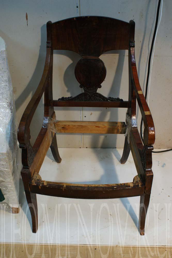 Кресло ампир до реставрации мебели.