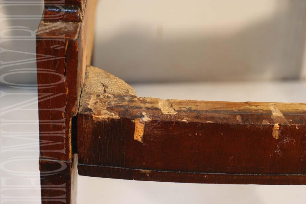 Состояние шиповых соединений старинного кресла до реставрации.