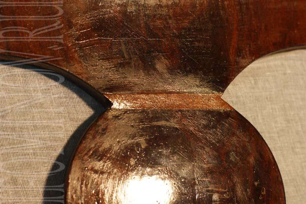 Состояние лакового покрытия, следы предыдущей реставрации.