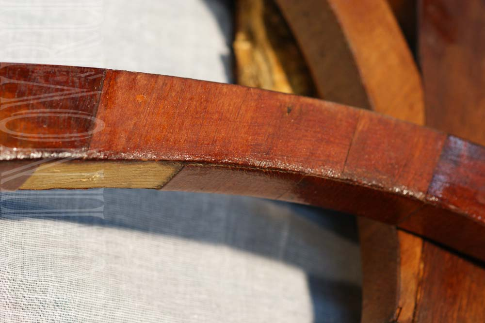 Участок подлокотника кресла с утратами шпона