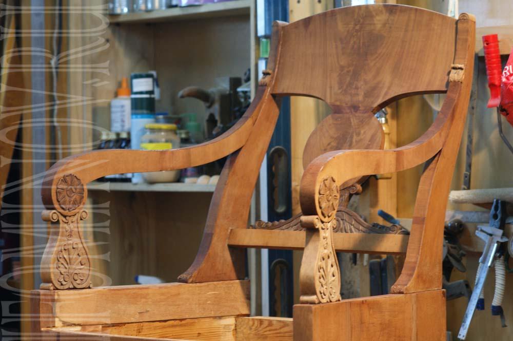 Подлокотники кресла после снятия струбцин