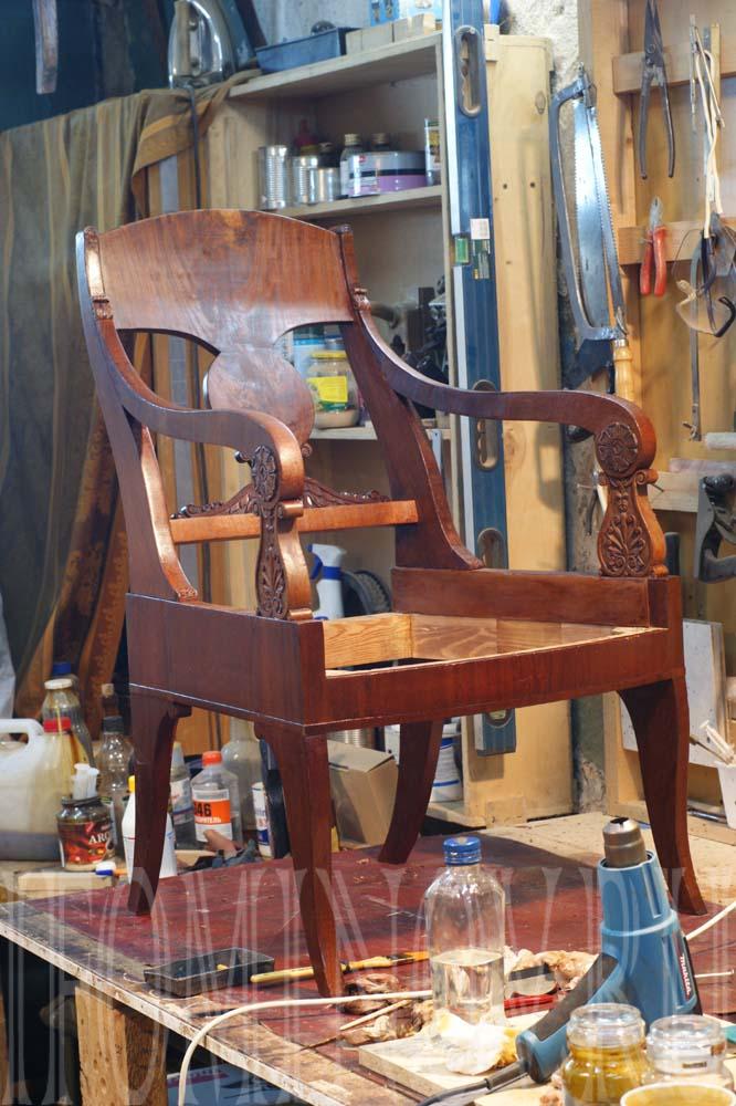Кресло ампир в процессе отделки