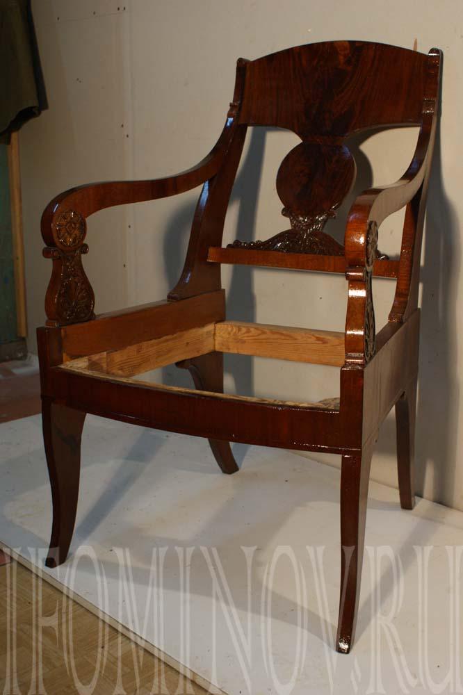 Кресло после отделки шеллачной политурой
