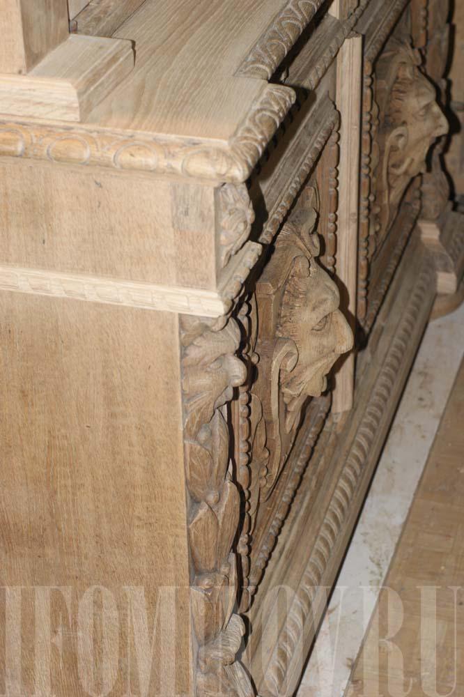 Часть восстановленного декора левого бокового фасада буфета.
