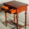 Выдвижной ящик стола для рукоделия.