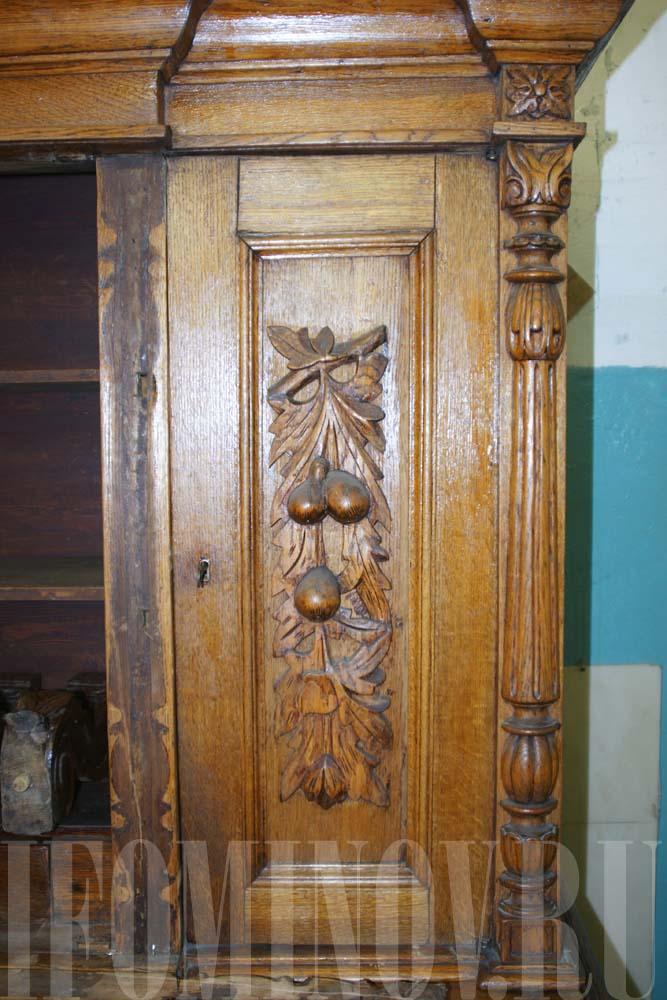 Дверцы старого буфета до реставрации.