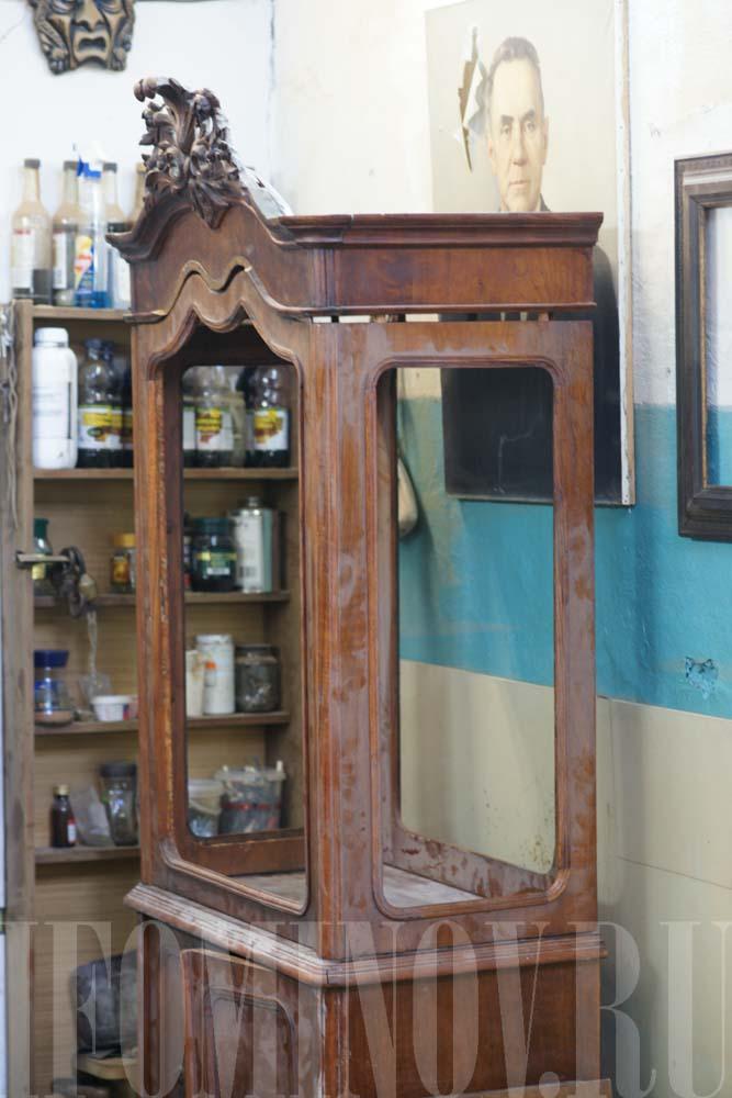 Пример реставрации старой витрины с фотографиями.