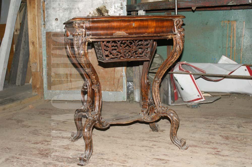 Рукодельный столик до реставрации.