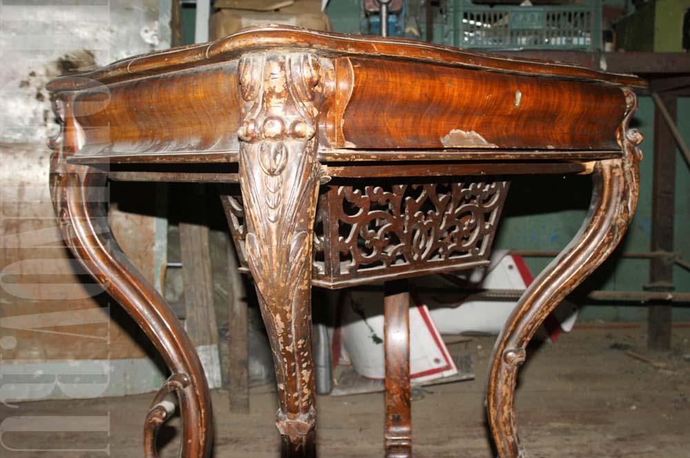 Пример реставрации рукодельного орехового столика.