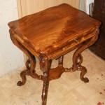 Столешница столика после реставрационных работ в мастерской.