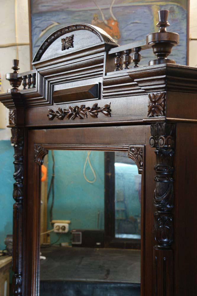 Купить шкаф ореховый антикварный в Петербурге, спб