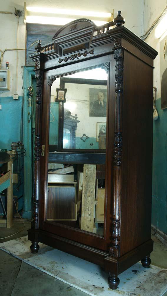 Продам старинный шкаф из ореха