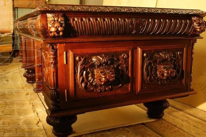Письменный стол после реставрации.