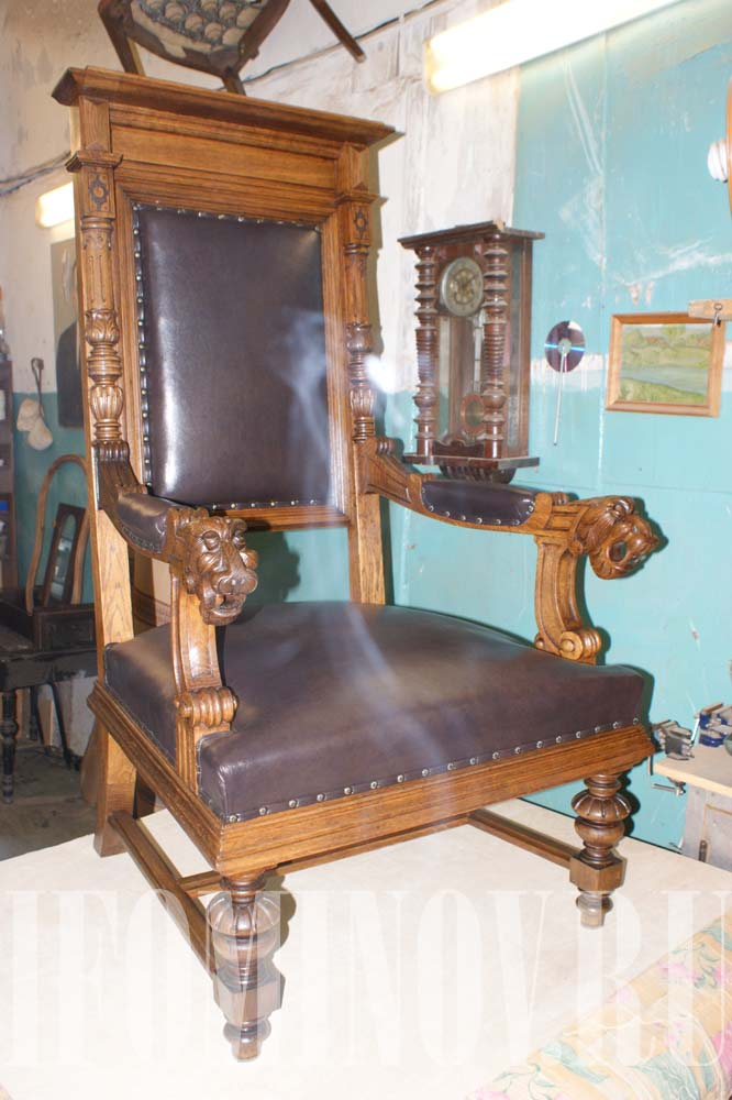 Кресло трон резное после реставрации