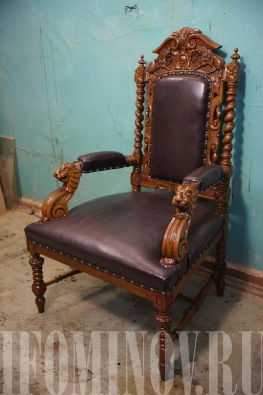 Кресло с львиными головами после реставрации
