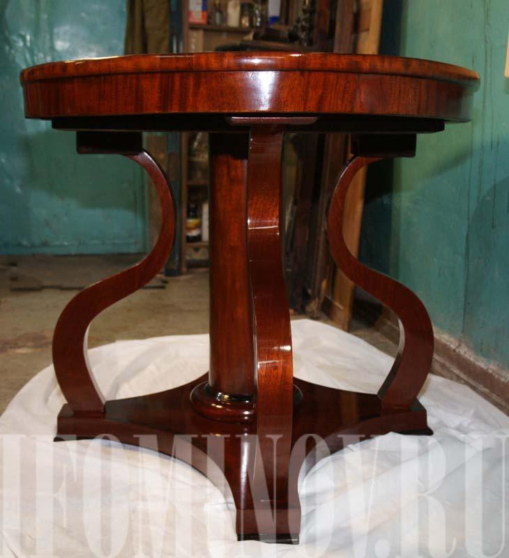Реставрация круглого стола красного дерева