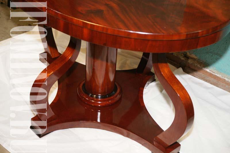 Круглый полированный стол после реставрации