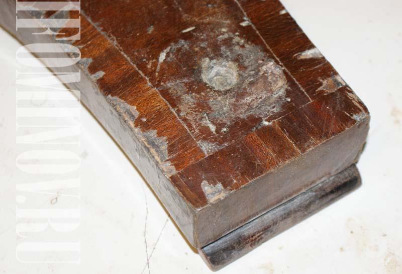 Утраты шпона на ножках круглого стола