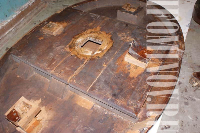 Столешница антикварного стола до реставрации