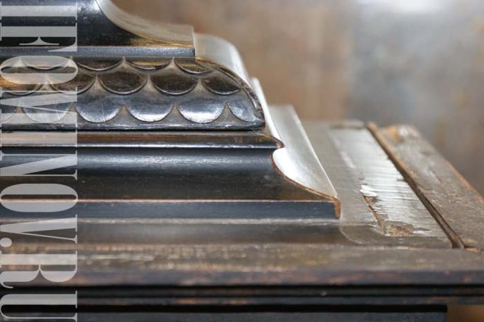 Поверхность часового корпуса нуждается в реставрации