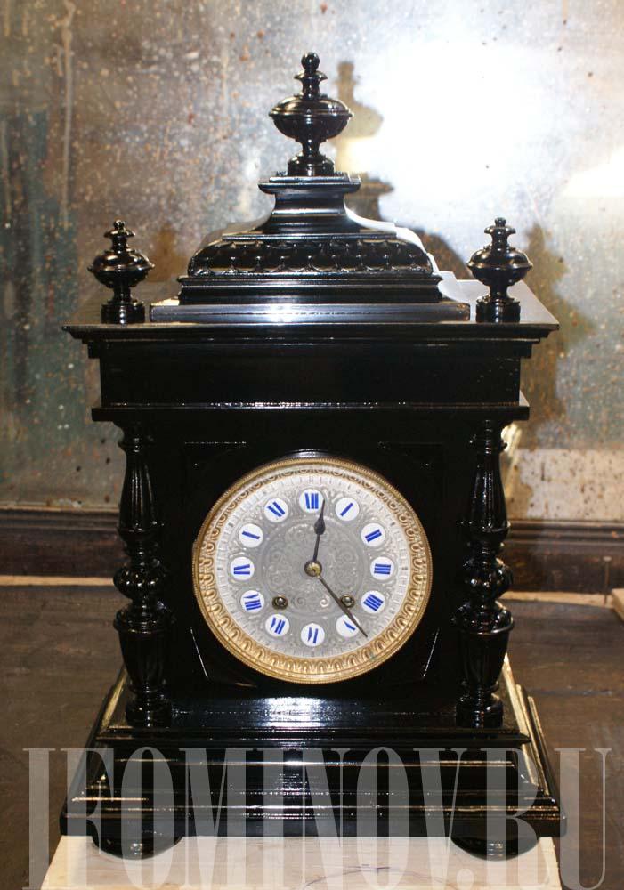 9dfe5dc2 Реставратор отреставрировал корпус каминных черных часов. В работу  поступили антикварные каминные часы.