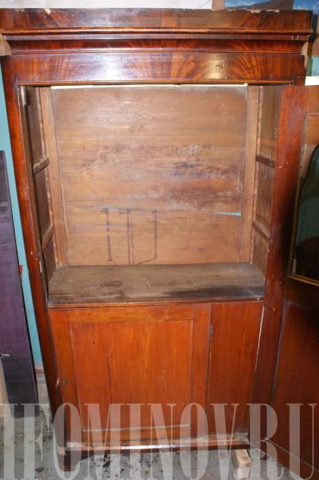 Шкаф красного дерева до реставрации