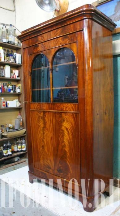 Реставрация книжного шкафа шпон пламя красное дерево.