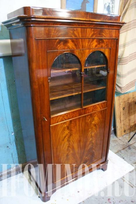 Шкаф после реставрационных работ